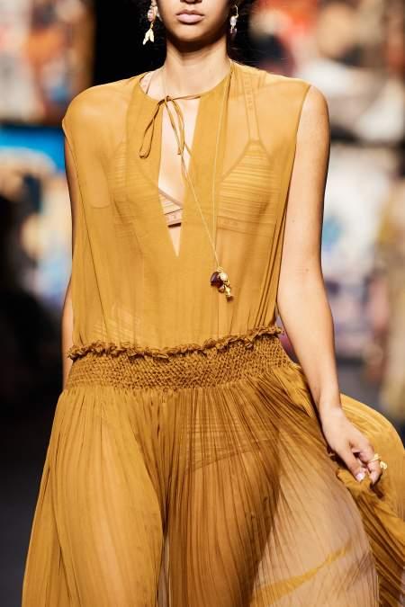 Прозрачное шифоновое платье бежевого оттенка Dior