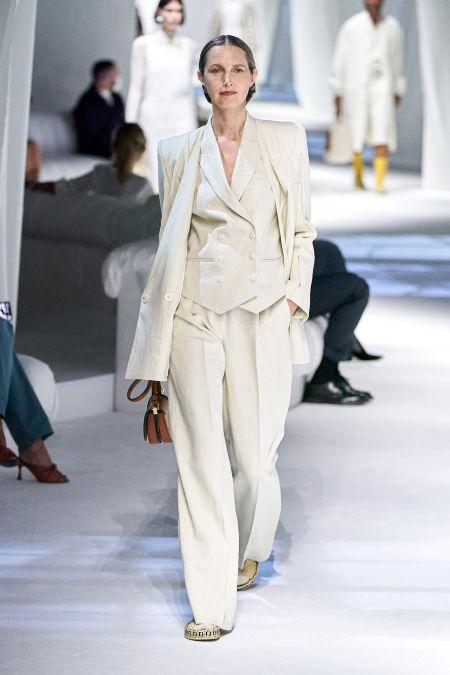 Светлый деловой брючный костюм Fendi