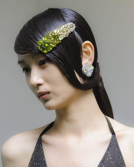 Крупная заколка для волос с камнями