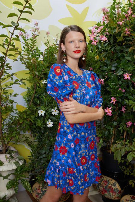 Синее платье с крупными цветами. Коллекция весна-лето 2021 La DoubleJ