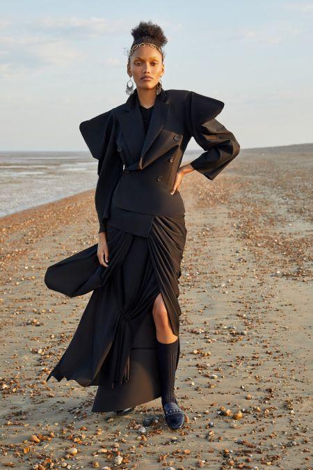 Черный костюм с объемными рукавами