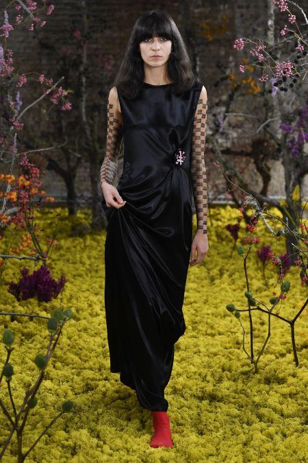 Черное шелковое платье из коллекции Raf Simons