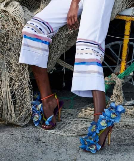 Босоножки на каблуке с объемной аппликацией в виде цветов Stella Jean
