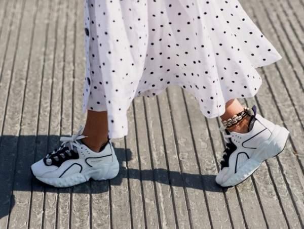Кроссовки остаются неизменным трендом всех сезонов