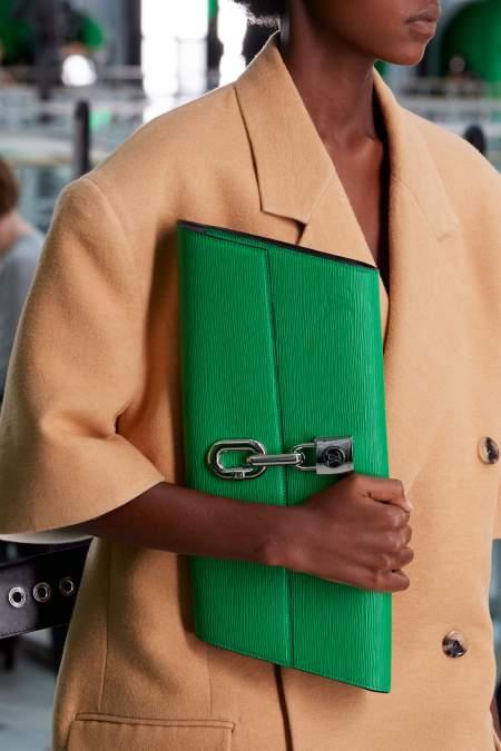 Зеленый объемный  клатчLouis Vuitton