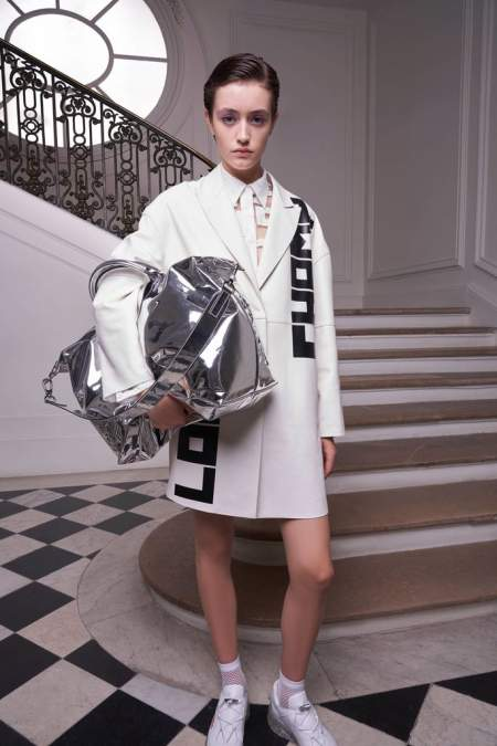 Серебристая сумка оверсайз от Longchamp