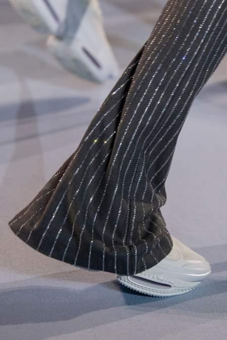 Белые кроссовки на платформе Balmain
