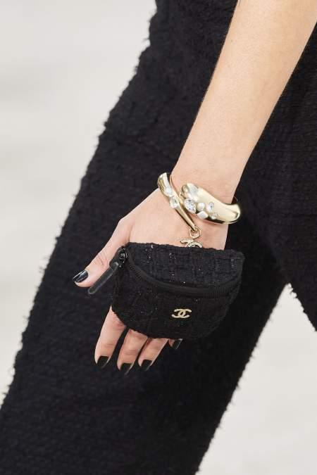 Сумка-кошелек на руку из коллекции весна-лето 2021 Chanel