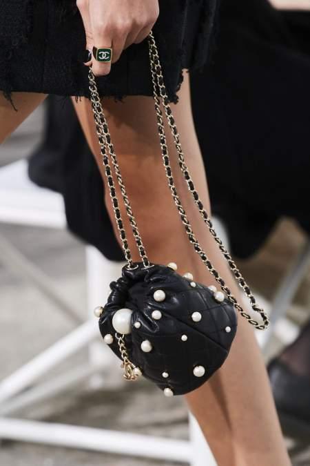 Черный небольшой мешочек на цепочке Chanel