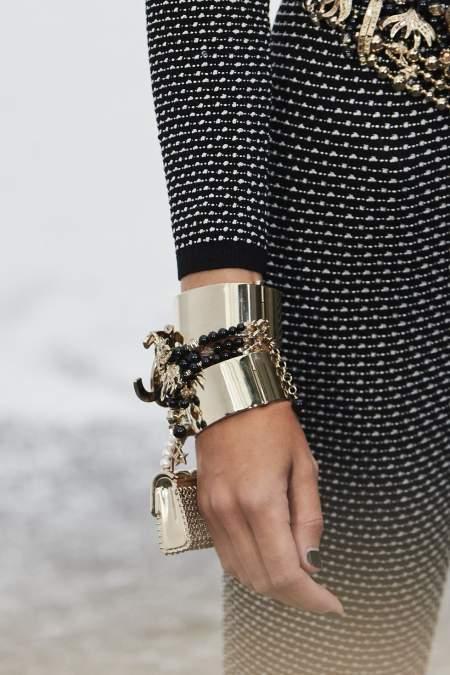 Крупный металлический браслет из коллекции Chanel