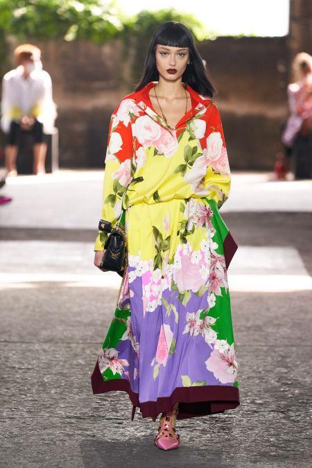 Разноцветное платье с цветочным принтом - тренд весна 2021