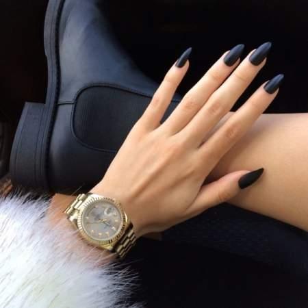 Модный маникюр на весну - черные ногти