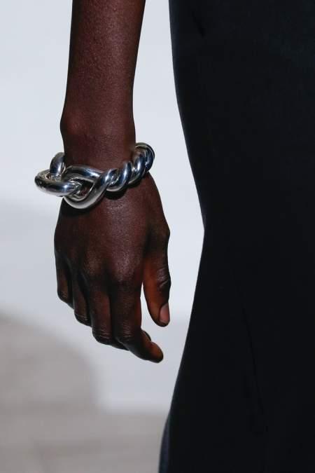 Крупный браслет в виде цепи