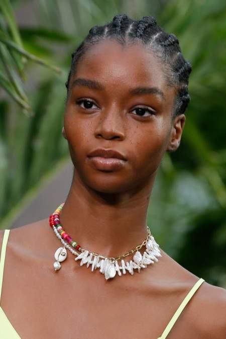 Модный тренд весна 2021 - разноцветные бусы