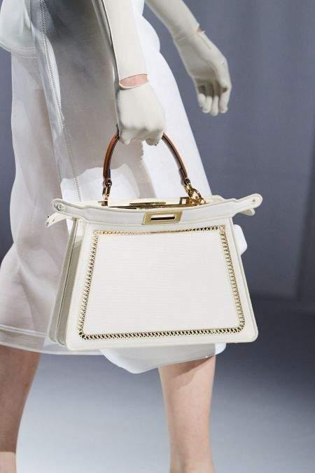 Белые тонкие перчатки из коллекции Fendi
