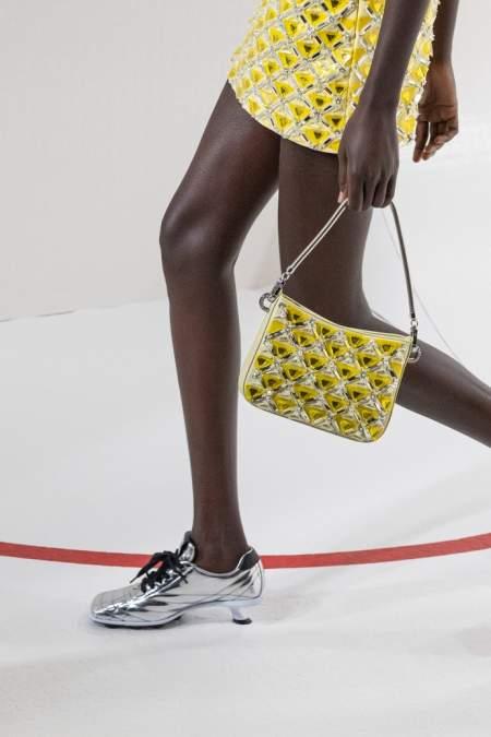 Серебристые туфли на мини-каблуке и с квадратным носом Miu Miu