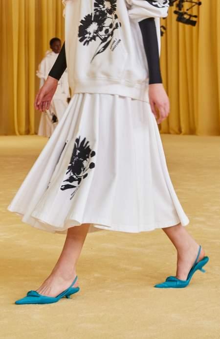 Бирюзовые туфли с острым носком и маленьким каблуком Prada