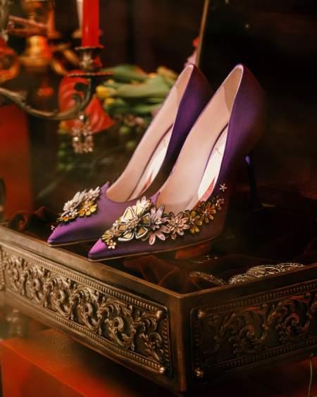 Атласные туфли с цветочным декором Roger Vivier