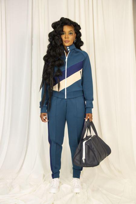 Синий спортивный костюм со стрелками