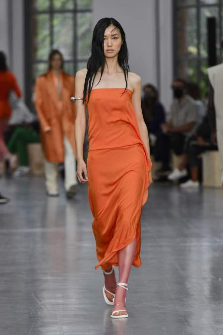 Длинное платье цвета ржавчины