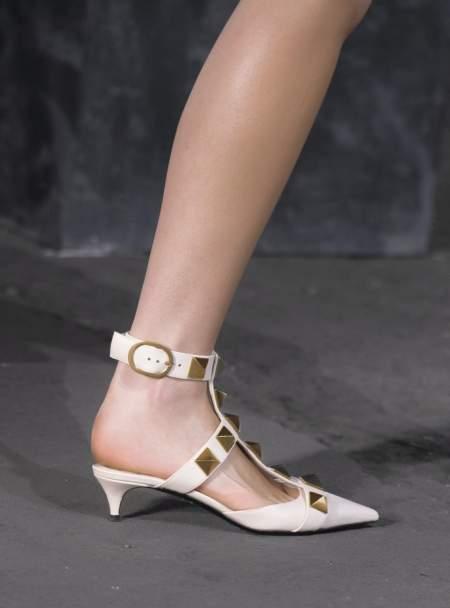 Белые туфли с открытой пяткой и мини-каблуком Valentino