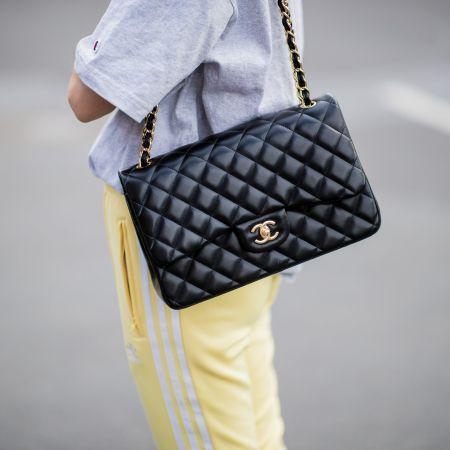Черная стеганая сумка Chanel 2.55