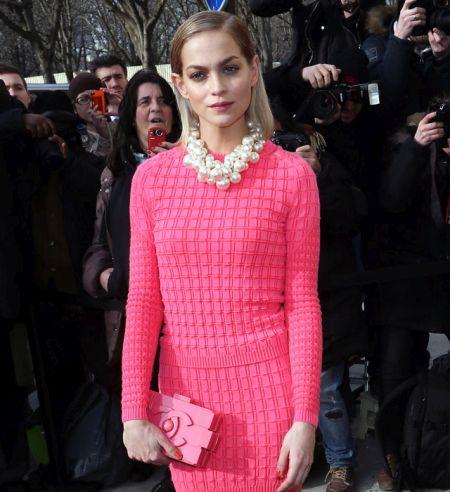 Розовый клатч в виде деталей лего от Chanel