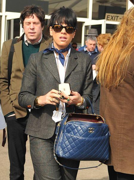 Знаменитости с сумками Chanel