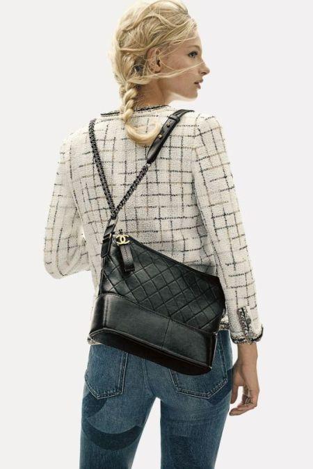 Черная сумка-хобо от Chanel на двух цепочках