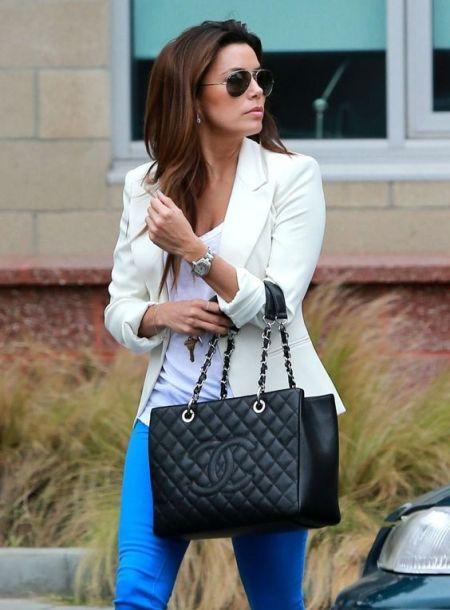 Ева Лангория с черной сумкой Chanel GST