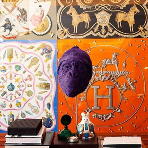 Шелковый платок Hermès в качестве декора