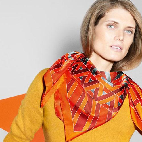 Шейный платок Hermès в качестве аксессуара