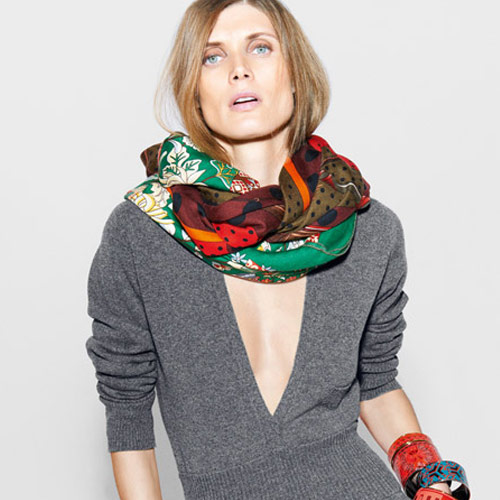 Серая кофта и платок от Модного дома Hermès