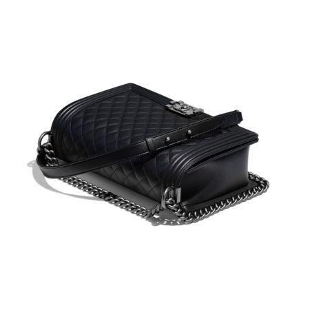 Черная сумка Boy от Chanel
