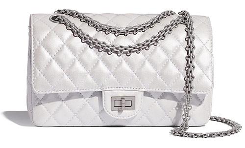Культовая сумка Chanel 2.55 на цепочке