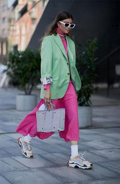Кроссовки в стиле 90-х, шелковое платье и жакет