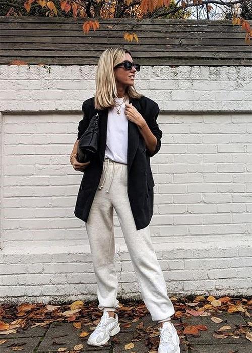 Микс стилей: спортивный костюм в сочетании с пиджаком
