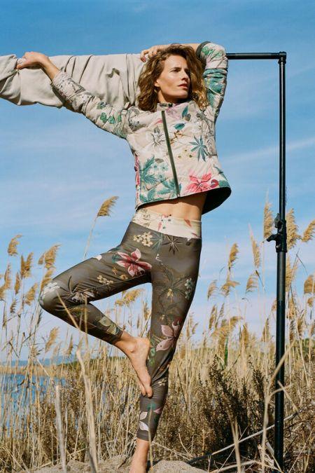 Куртка и спортивные штаны в цветочный принт от Desigual
