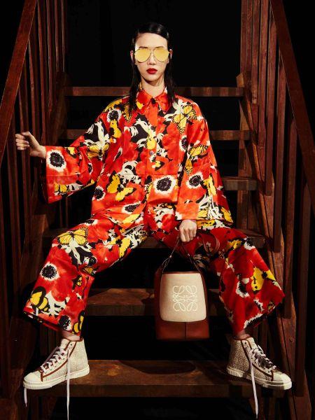 Красный костюм с бабочками и цветами Loewe