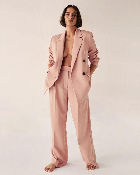 Розовый брючный костюм от Mango