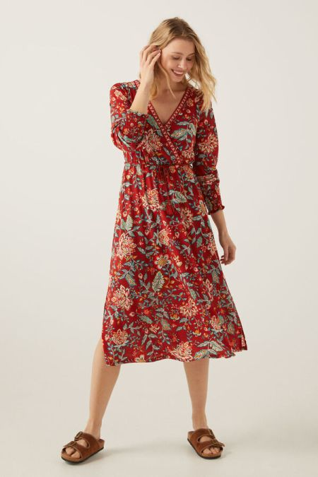 Красное легкое платье в цветочек от Springfield