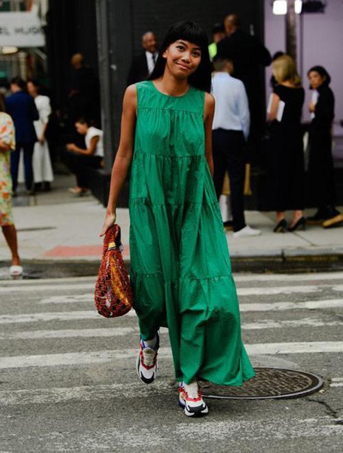 Платье макси изумрудного цвета 2021