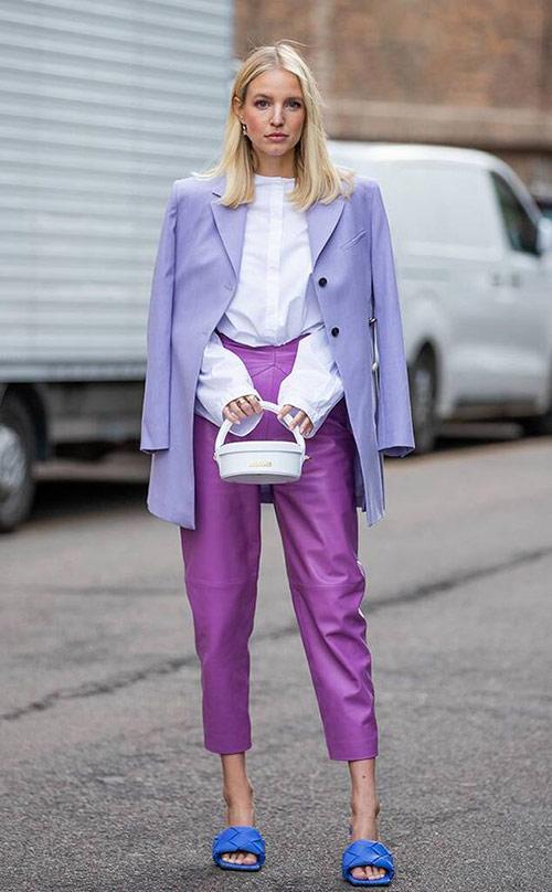Фиолетовые брюки и лиловый пиджак