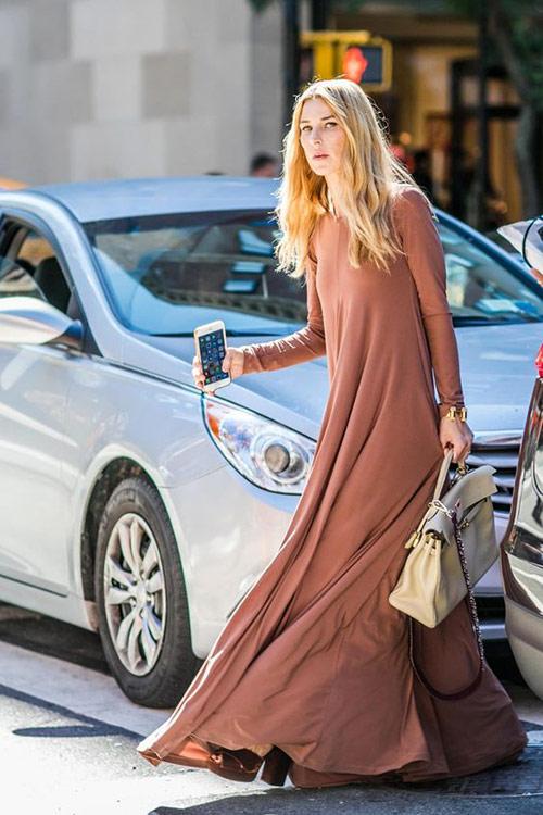 Новинки лета 2021: платье цвета кофе с молоком макси