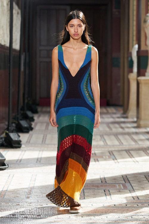 Ажурное летнее платье макси в моде летом 2021