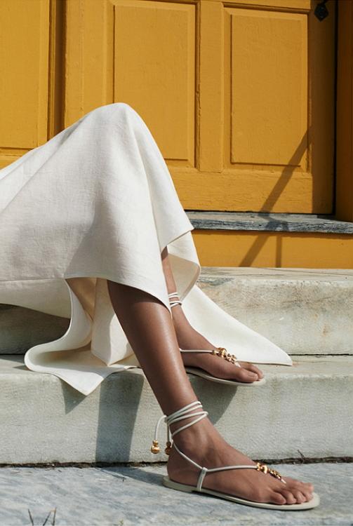 завязки вокруг щиколотки модная обувь