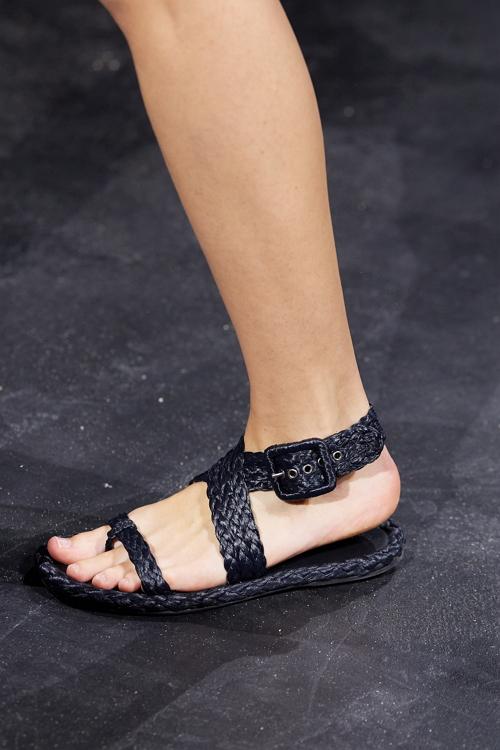 плетенная обувь на лето 2021
