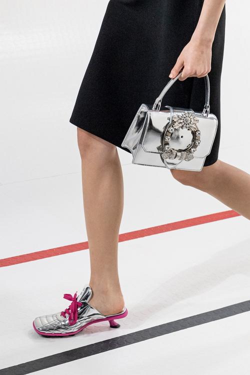 серебро модная обувь 2021