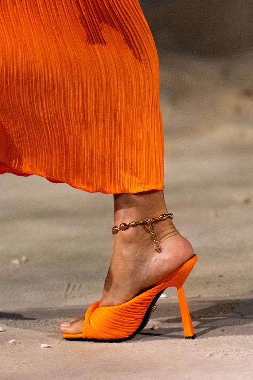 модная яркая обувь лето 2021