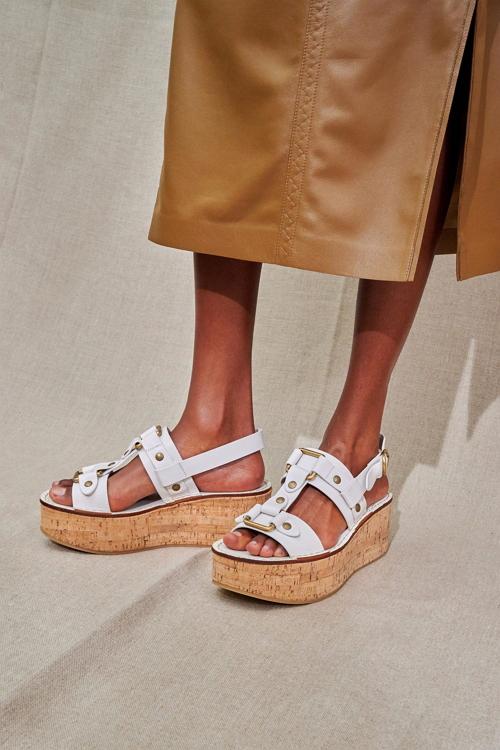 сплошная платформа модная обувь весна-лето 2021